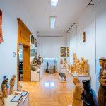 Wystawa rzeźb z drewna