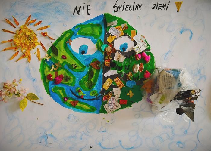 Praca przedstawia ziemie wraz z kontynentami z lewej strony czystą z rosnącymi kwiatkami z drugiej strony brudną i zaśmieconą